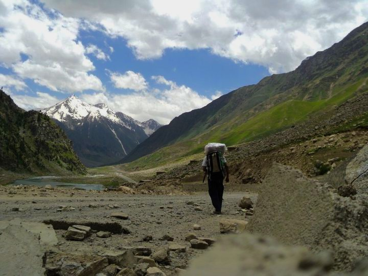 Hitch-Hiking-Kaghan-Valley