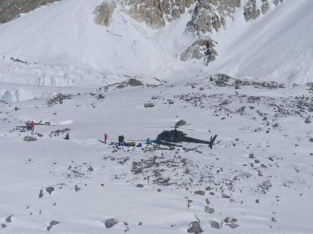 Don and Lotta being airlifted at Baltoro PC: ispr.gov.pk